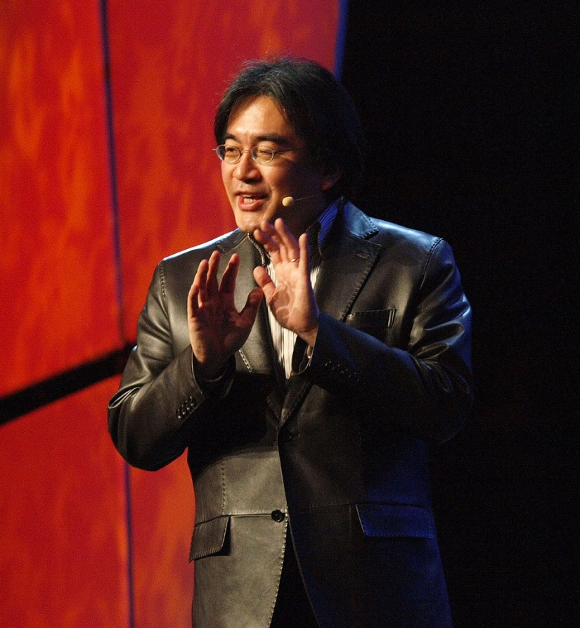 Thousands Of Nintendo Fans Come Out To Pay Respects At Iwata'sFuneral