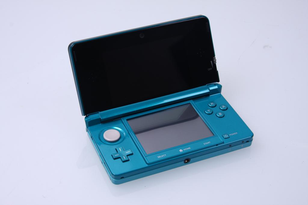 Loại này là loại màn hình to của 3Ds như kiểu iphone plus. Chiếc em còn  cũng là phiên bản đặc biệt