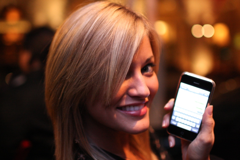 iJustine Gets Her Hands On the New Nintendo 3DS XL
