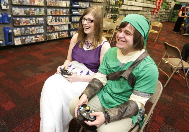 Couple In Pennsylvania Holds A Zelda-Themed Wedding AtGameStop