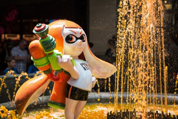 It's an ink-or-be-inked world! The fountain at the Toronto Eaton Centre is spouting orange ink in celebration of Splatoon, Nintendo's most colourful gaming franchise yet, which hits stores on Friday, May 29. (CNW Group/Nintendo of Canada Ltd.)