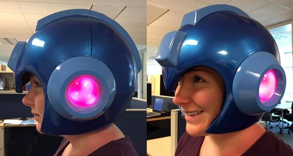 Megaman : si vous en voulez toujours plus... Mega_man_helmet_sdcc