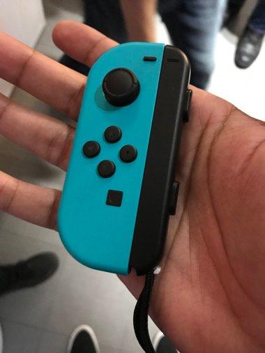nintendo_switch_blue_joy_con