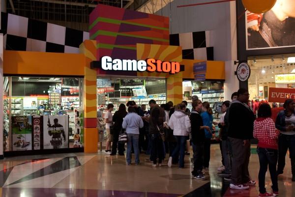 gamestop_line_of_customers