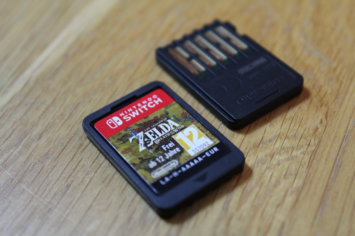 Here s why nintendo switch cartridges taste so bad my for Housse zelda nintendo switch