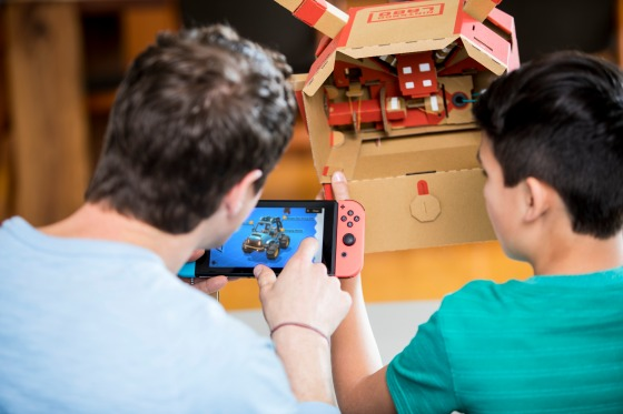 Nintendo_Labo_Vehicle_Kit_building_car