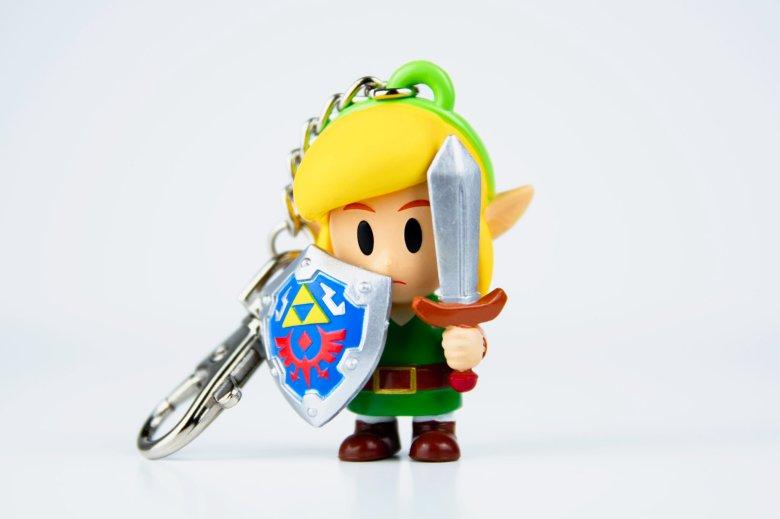 Nintendo NY Store shows off Zelda Link's Awakening goodies ...